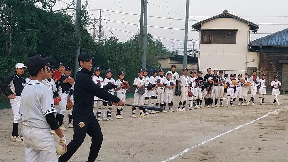 岡山県倉敷市立南中学校の野球部、ソフトボール部のみなさんに技術指導
