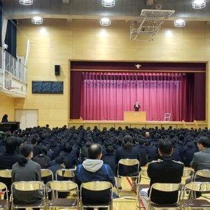 東京都豊島区西池袋中学校の終業式に サプライズ講演のイメージ